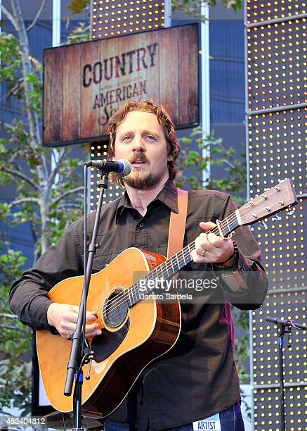 Musicians Sturgill Simpson performs onstage during The Annenberg Foundation and KCRW's 'Country In The City' featuring Gregg Allman and Sturgill...