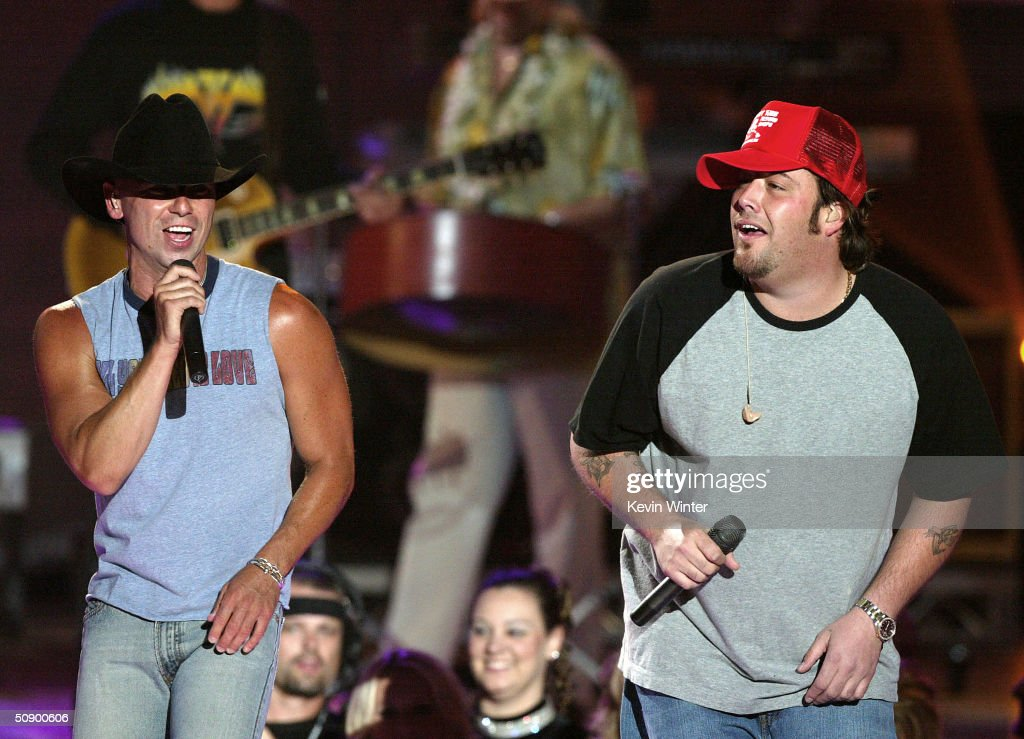 Musicians Uncle Kracker and Kenny Chesney perform on stage at the '39th Annual Country Music Awards' at the Mandalay Bay Hotel Casino on May 26 2004...