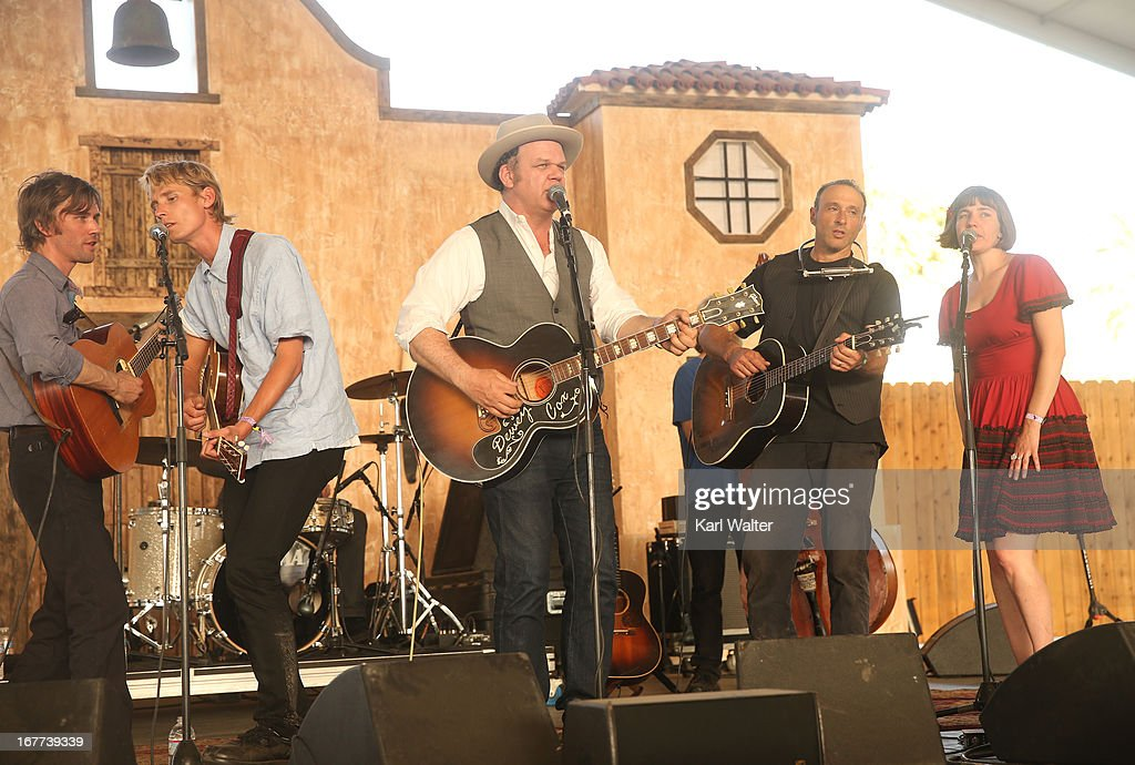 Musicians Willie Watson,Tom Brosseau, <a gi-track='captionPersonalityLinkClicked' href=/galleries/search?phrase=John+C.+Reilly&family=editorial&specificpeople=210786 ng-click='$event.stopPropagation()'>John C. Reilly</a>, <a gi-track='captionPersonalityLinkClicked' href=/galleries/search?phrase=Dan+Bern&family=editorial&specificpeople=2937044 ng-click='$event.stopPropagation()'>Dan Bern</a>, and Becky Stark perform onstage during 2013 Stagecoach: California's Country Music Festival held at The Empire Polo Club on April 28, 2013 in Indio, California.
