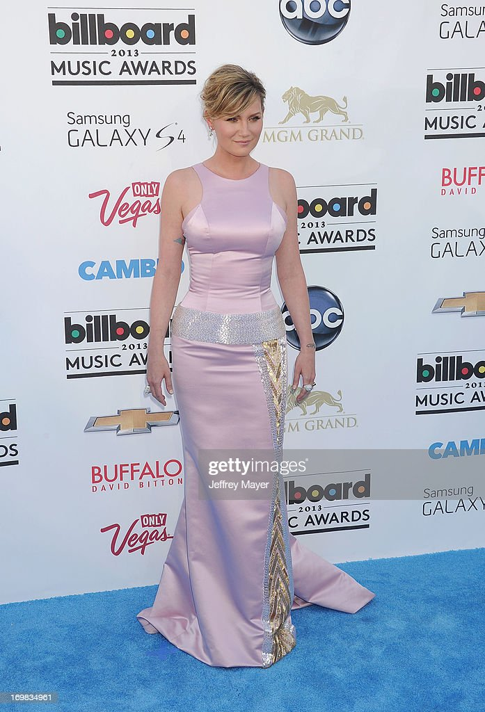Musician/singer Jennifer Nettles arrives at the 2013 Billboard Music Awards at the MGM Grand Garden Arena on May 19, 2013 in Las Vegas, Nevada.
