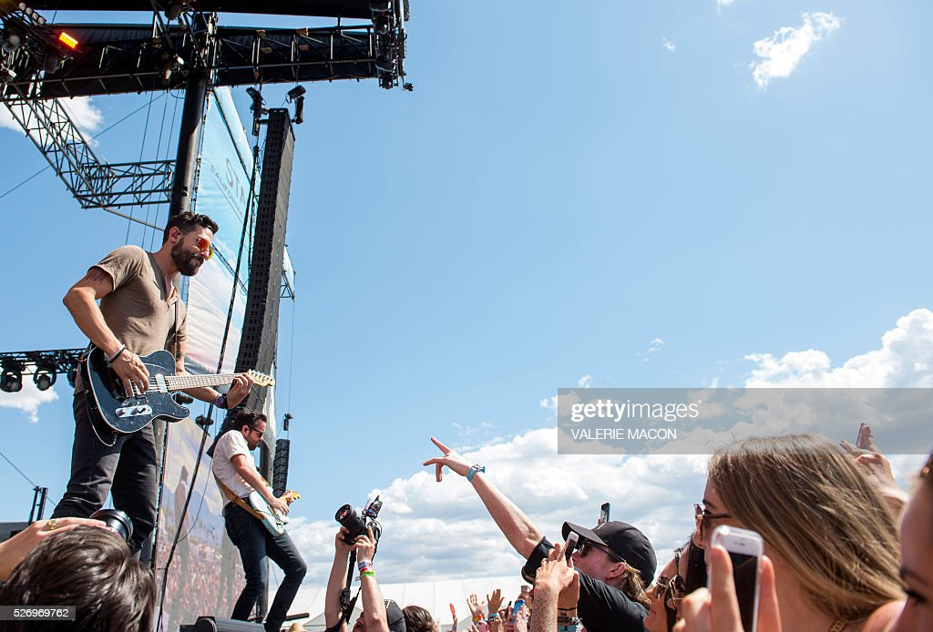 Musician/singers Matthew Ramsey (L) and Brad Tursi from Old Dominion perform at Stagecoach 2016, in Indio, California, on May 1, 2016. / AFP / VALERIE
