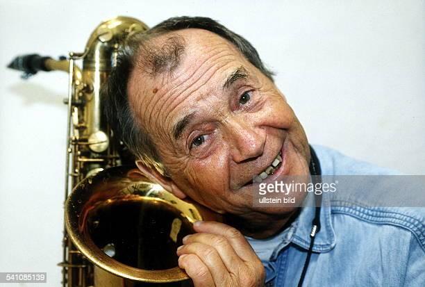 Musiker Jazz DPorträt mit Saxofon Mai 2000
