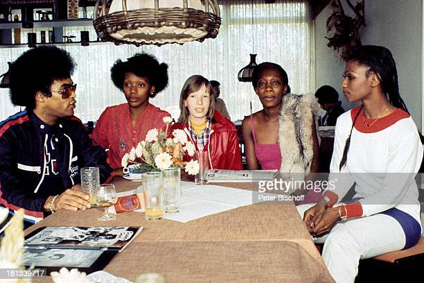 Musikgruppe 'Boney M' LeadSängerin Liz Mitchell Marcia Barret Bobby Farrell Mazie Williams Name auf Wunsch nach Verleihung von 'Platin Schallplatte'...