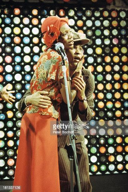 Musikgruppe 'Boney M' Liz Mitchell Bobby Farrell ARDMusikshow 'Musikladen' Auftritt Bühne singen Mikro tanzen Tänzer Sängerin AD/TP