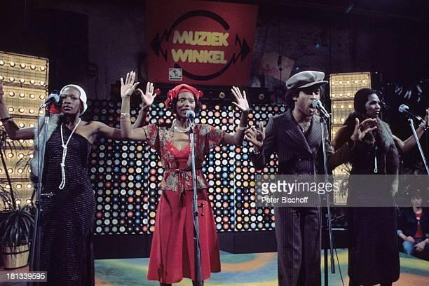 Musikgruppe 'Boney M' Liz Mitchell Marcia Barret Bobby Farrell Mazie Williams ARDMusikshow 'Musikladen' Auftritt Bühne singen Mikro tanzen Tänzer...