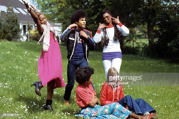 Musikgruppe 'Boney M' Mazie Williams Liz Mitchell Marcia Barret Bobby Farrell Name auf Wunsch vor Verleihung von 'Platin Schallplatte' für LP...