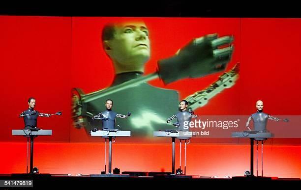 Musikgruppe ElektroPop DAuftritt im Kölner Palladium Bühnenshow mit Robotern
