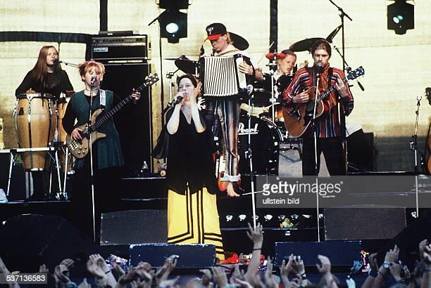 Musikgruppe IR bei einem Konzert es singt Kathy Kelly Juli 1995