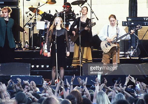 Musikgruppe IR bei einem Konzert Juli 1995