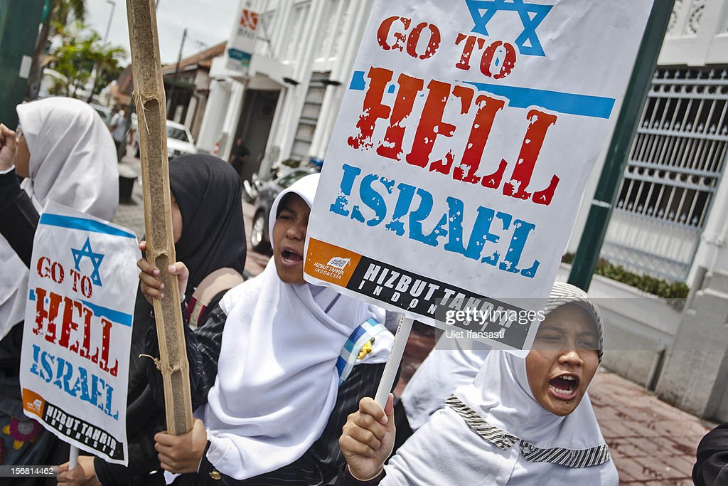 Muslim activists from Hizbut Tahrir Indonesia protest during against the Israel and US governments as against Israeli air strikes on the Gaza Strip on November 21, 2012 in Yogyakarta, Indonesia. An official ceasfire started at 9pm local time between Israel and the Palestinian Hamas movement after eight days of conflict resulting in the deaths of over 140 Palestinians, five Israelis and many hundreds injured.
