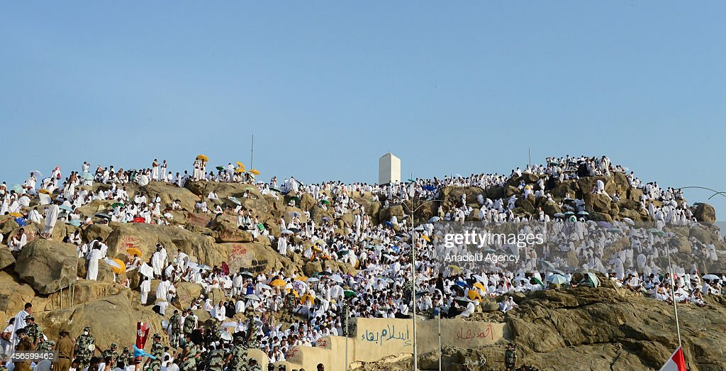 Muslim pilgrims pray on mount arafat getty images for Mercy mount
