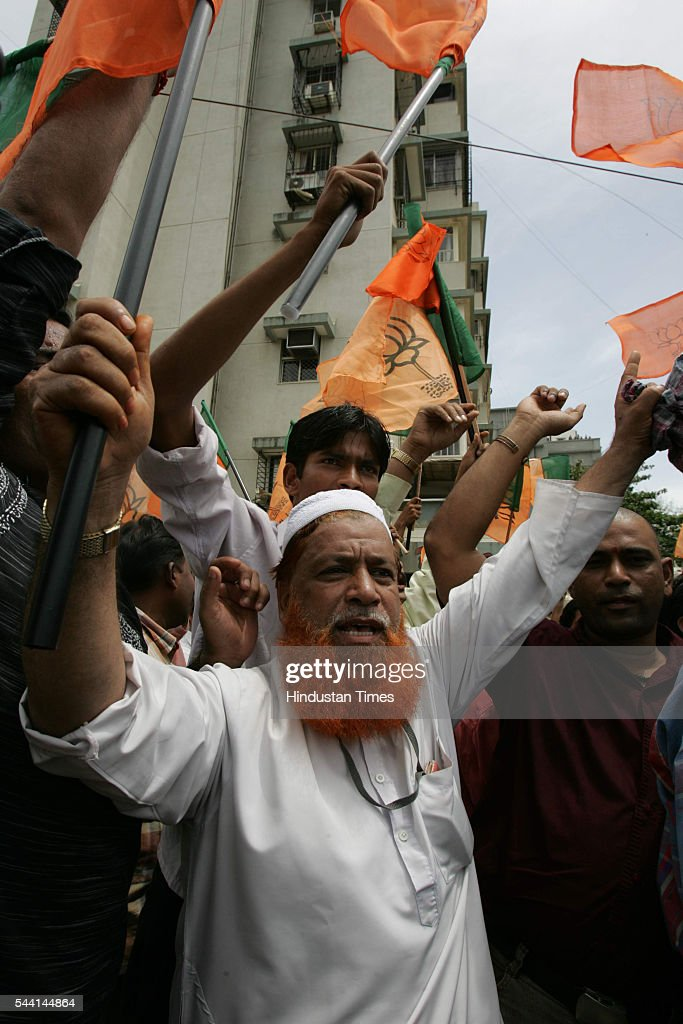 A Muslim supporter of BJP protest outside Salman Khan's house in bandra.