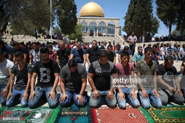 Muslim worshipers perform Friday Prayer at alAqsa Mosque compound after lifting of Israeli restrictions on AlAqsa in Jerusalem on August 4 2017