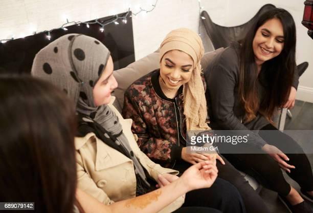 #MuslimGirls Iftar for Ramadan - Showing Off Henna