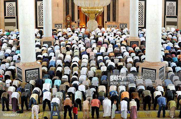 Muslims gather for Friday prayers at the Goldendomed Dian Al Mahri mosque for the tenth day of Ramadan in Depok on August 20 2010 The Dian Al Mahri...