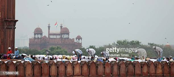 Muslims offer prayers on the occasion of Eid alFitr at Jama Masjid on August 9 2013 in New Delhi India Muslims in India celebrated EidalFitr with...
