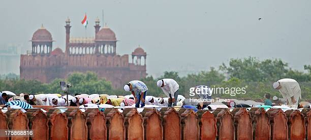 Muslims offer prayers on the occasion of EidalFitr at Jama Masjid on August 9 2013 in New Delhi India Muslims in India celebrated EidalFitr with...