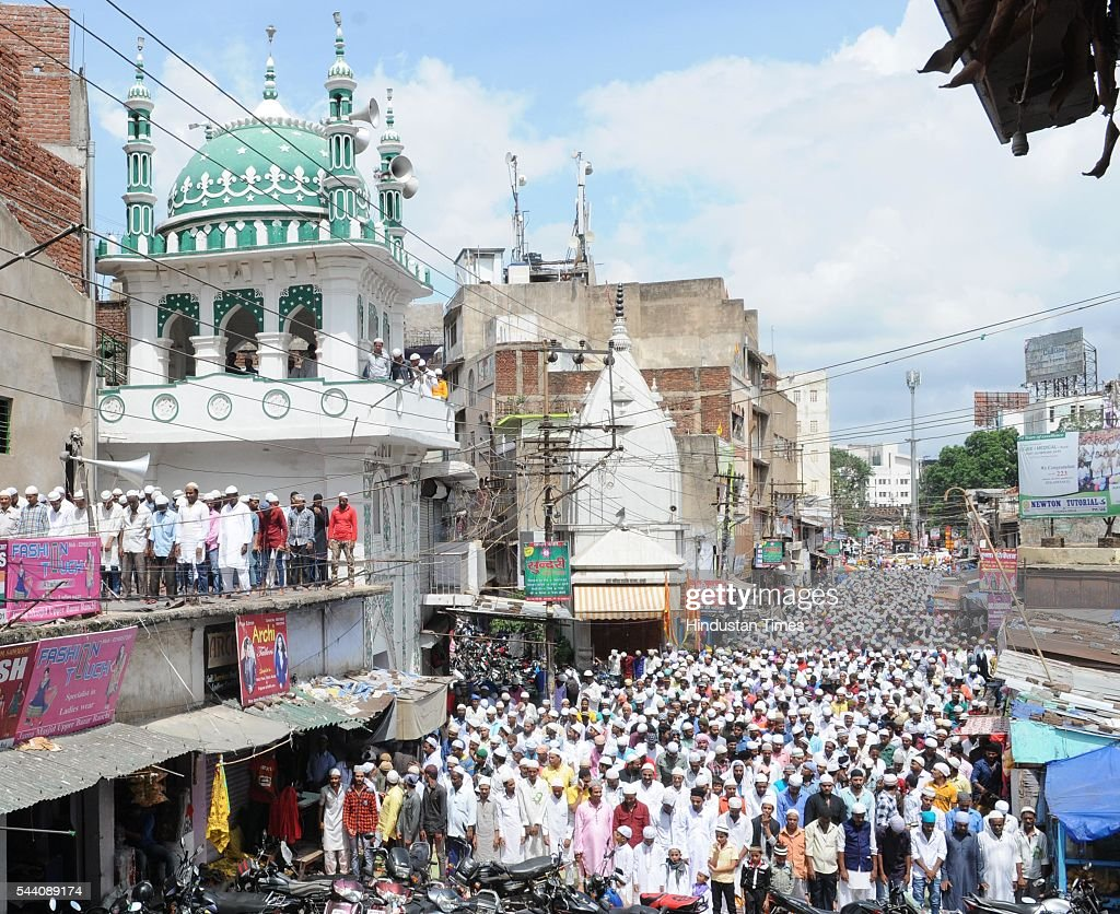 Muslims offering last Friday Namaz of Holy Namzan month at a mosque in Upper Bazar locality on July 1, 2016 in Ranchi, India. Eid-Ul-Fitr will be observed in India on July 6 or 7, depending on the sighting of the moon. The submissions should be done till July 3, 11 am.