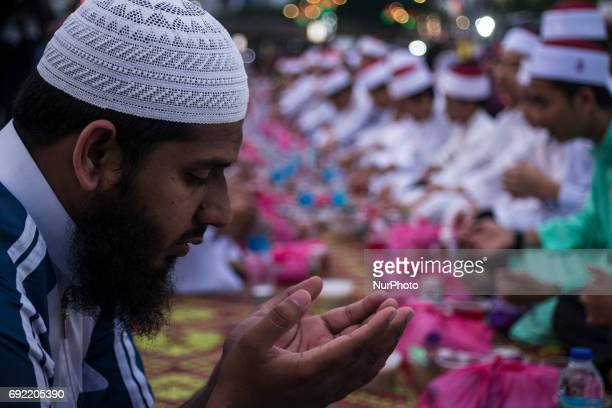 Muslims recite doa before break their fast during the holy month of Ramadan at Dataran Merdeka on June 4 2017 in Kuala Lumpur Malaysia Muslims around...
