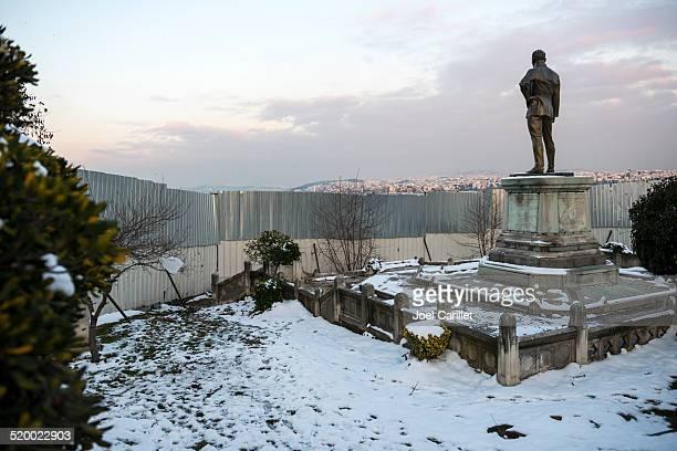 Mustafa Kemal Atatürk looking toward Anatolia