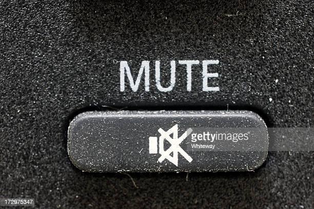 Botón de silencio ubicado a caucho negro televisor a control remoto en grandes cantidades: ampliado