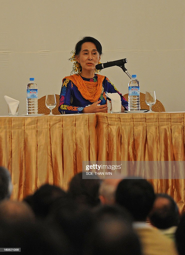 Myanmar opposition icon Aung San Suu Kyi (L) speaks to attendees at the Irrawaddy Literary festival press conference at Inya Lake hotel in Yangon on February 2, 2013. AFP PHOTO/ Soe Than WIN