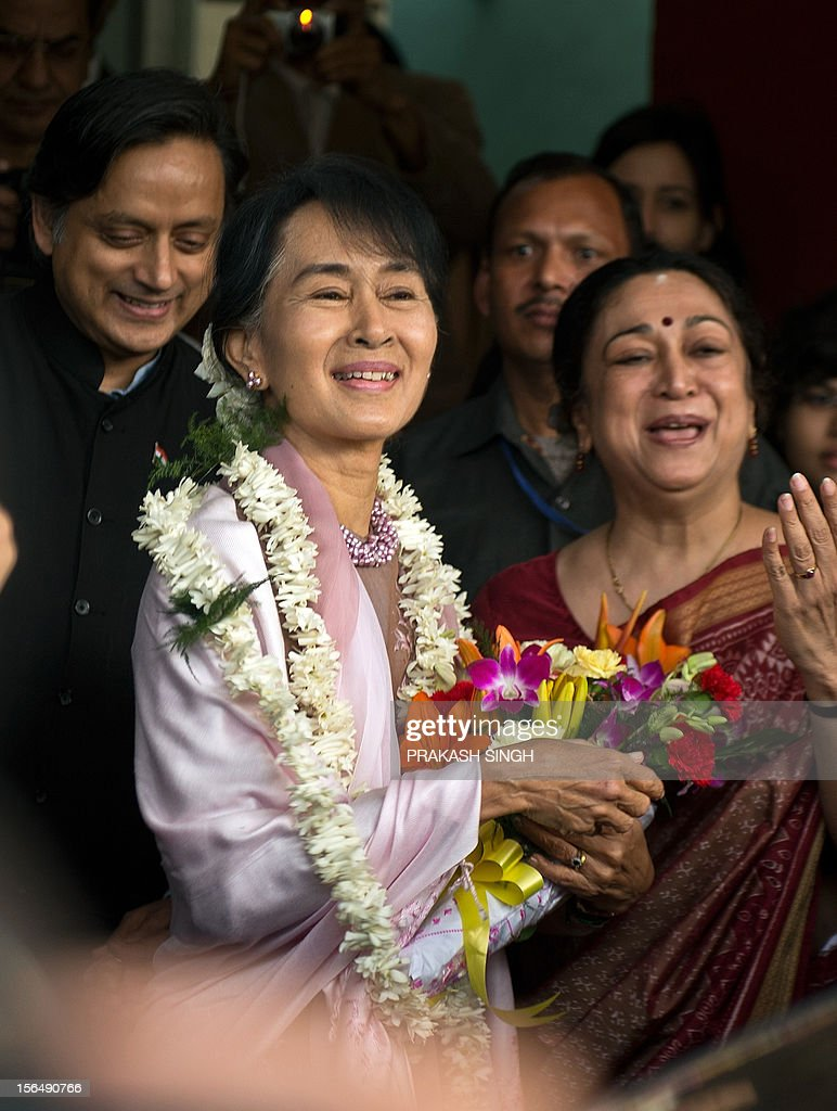 Myanmar opposition leader and National League for Democracy Chairperson Aung San Suu Kyi (C) looks on while welcomed by Principal of Lady Sri Ram College Meenakshi Gopinath (R) during her visit to the college in New Delhi on November 16, 2012. Suu Kyi is in India for a seven day visit. AFP PHOTO/ Prakash SINGH