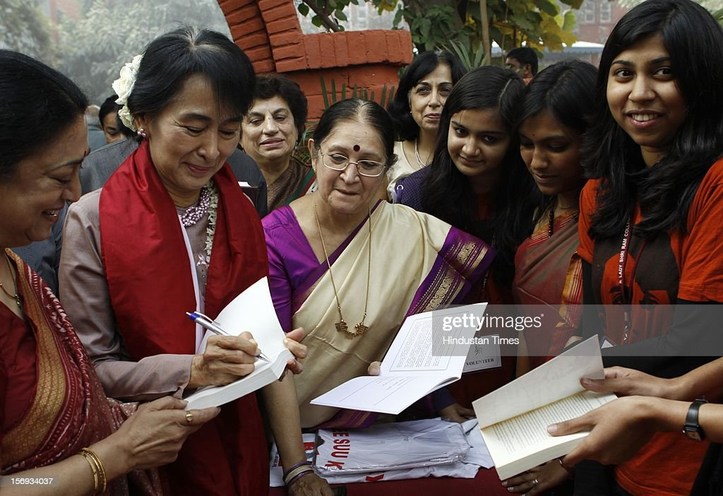 Myanmar opposition leader and National League for Democracy Chairperson Aung San Suu Kyi seen with college students during her visit to Lady Sri Ram College, her alma mater on November 16, 2012 in New Delhi, India.