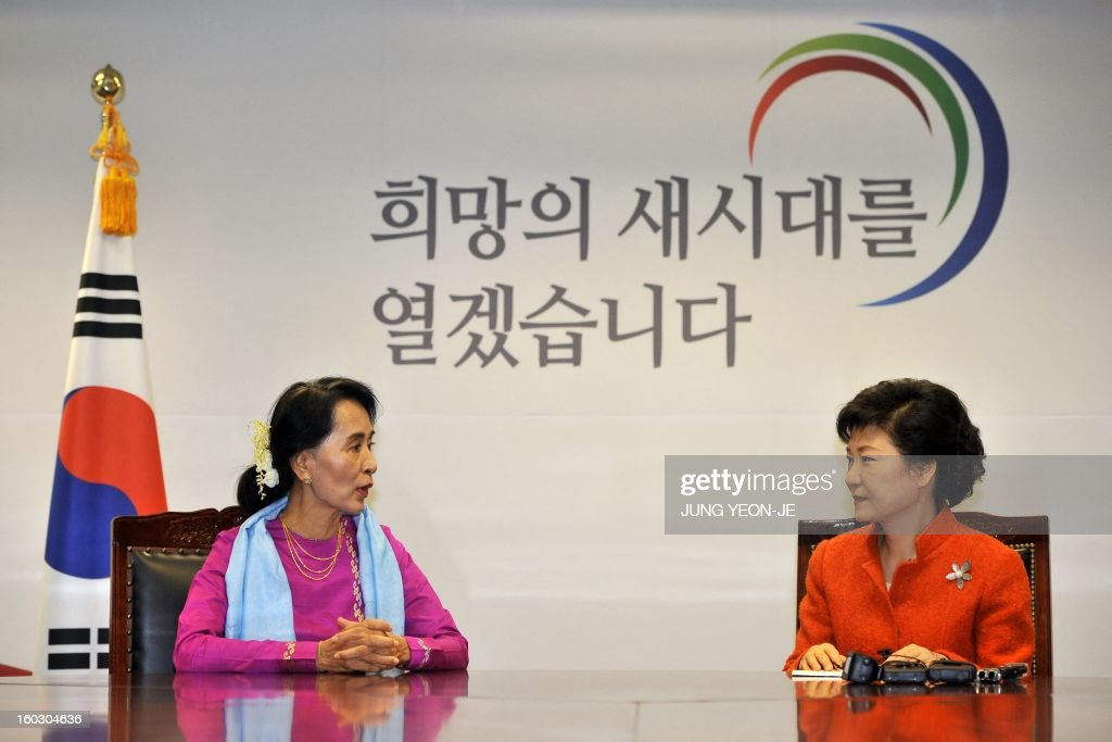 Myanmar opposition leader Aung San Suu Kyi (L) talks with South Korean president-elect Park Geun-Hye (R) during their meeting in Seoul on January 29, 2013. Suu Kyi arrived in South Korea on January 28 for a four-day visit including meetings with politicians and a soap-opera star and the collection of a human rights award.