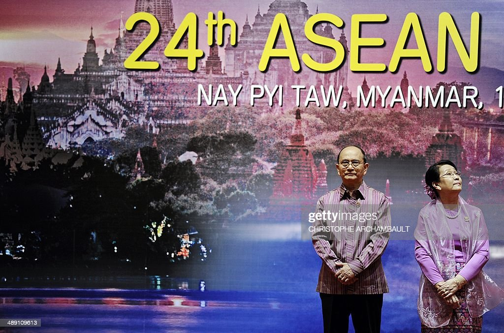 Myanmar President Thein Sein (L) and his wife wait on a stage for the arrival of ASEAN leaders at a welcome dinner as part of the 24th ASEAN summit at the Myanmar International Convention Center in Naypyidaw on May 10, 2014. Surging tensions in the South China Sea dominated a meeting of Southeast Asia's regional bloc, presenting a challenging diplomatic debut for Myanmar as it hosts the talks for the first time. AFP PHOTO/Christophe ARCHAMBAULT