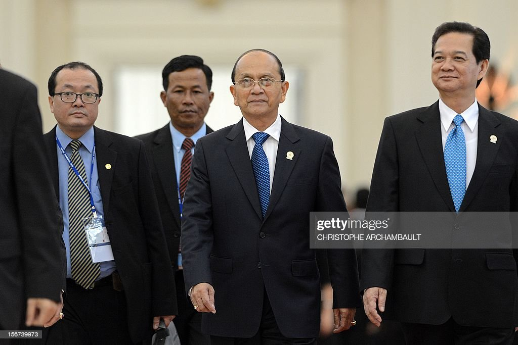 Myanmar President Thein Sein (C) and Vietnam's Prime Minister Nguyen Tan Dung (R) leave the 7th East Asia Summit in Phnom-Penh on November 20, 2012. US President Barack Obama was set to defy Beijing's protests and use a summit to raise concerns over South China Sea rows that have sent diplomatic and trade shockwaves across the region. AFP PHOTO/Christophe ARCHAMBAULT