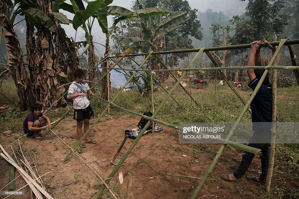 Myanmar refugees start to build temporary shelters with bamboo and leaves at the Mae Surin camp in Mae Hong Son province on March 24, 2013. Thai rescue workers picked through the ashes of hundreds of shelters for Myanmar refugees, after a ferocious blaze swept through a camp in northern Thailand killing 35 people. AFP PHOTO/ Nicolas ASFOURI