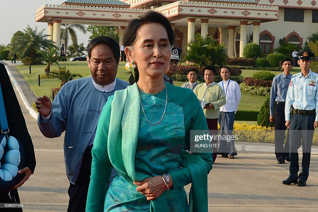 Myanmar State Counsellor and Foreign Minister Aung San Suu Kyi prepares to depart with President Htin Kyaw (not pictured) for an official trip to Laos from the Naypyidaw city airport on May 6, 2016. The official mission is their first foreign trip after being sworn into office on March 30. / AFP / AUNG