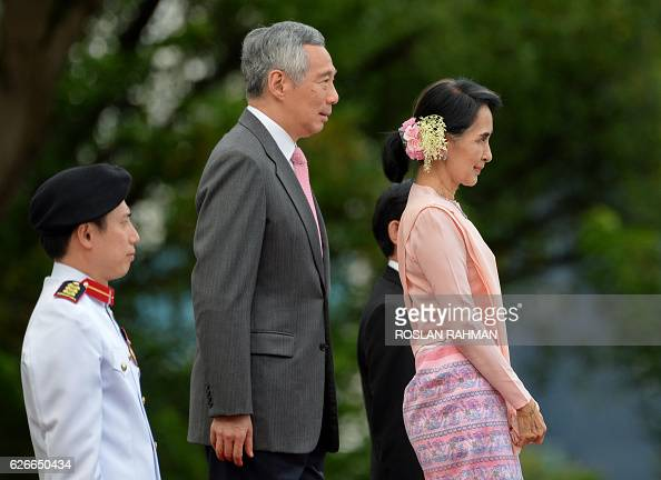 Myanmar State Counsellor Aung San Suu Kyi with Singapore Prime Minister Lee Hsien Loong attend the welcoming ceremony at the Istana Presidential...