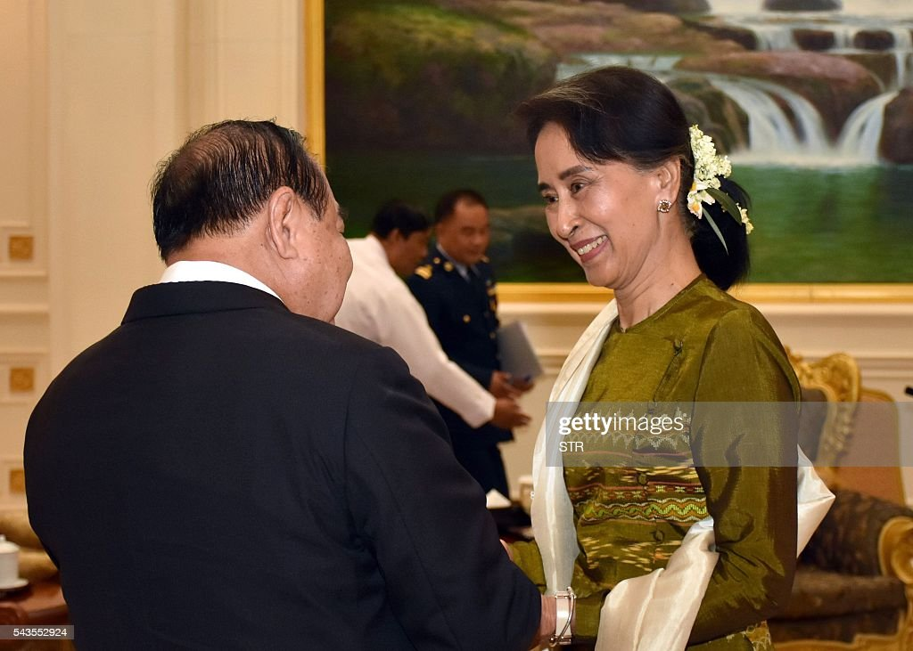 Myanmar State Counselor and Foreign Minister, Aung San Suu Kyi (R) meets with Thai Deputy Prime Minister and Defense Minister, General Prawit Wongsuwan in Naypyidaw on June 29, 2016. Thai Deputy Prime Minister and Defense Minister General Prawit Wongsuwan arrived in Nay Pyi Taw June 29 on a two-day visit to Myanmar, according to official sources. / AFP / POOL / STR