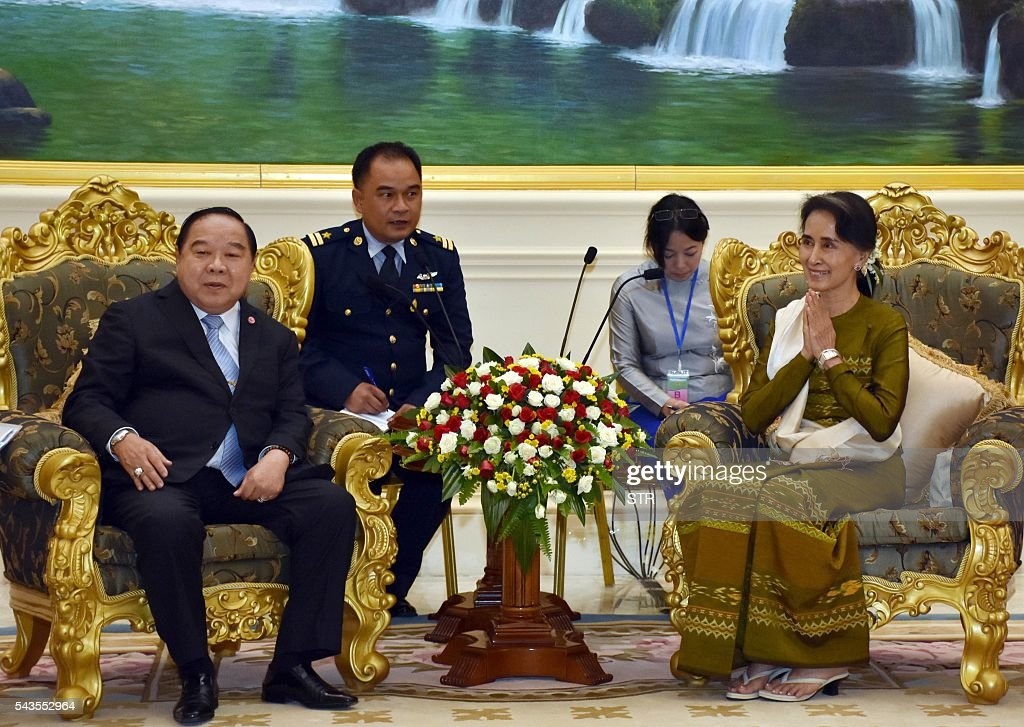 Myanmar State Counselor and Foreign Minister, Aung San Suu Kyi (R) meets with Thai Deputy Prime Minister and Defense Minister, General Prawit Wongsuwan (L) in Naypyidaw on June 29, 2016. Thai Deputy Prime Minister and Defense Minister General Prawit Wongsuwan arrived in Nay Pyi Taw June 29 on a two-day visit to Myanmar, according to official sources. / AFP / POOL / STR