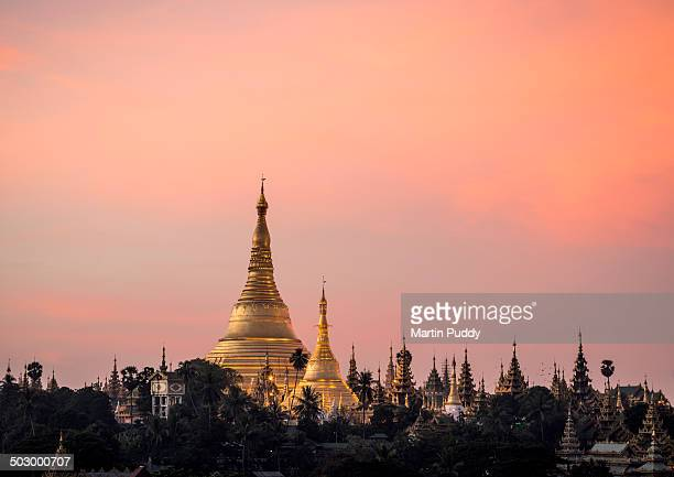 Myanmar, Yangon, Shwedagon Pagoda at sunrise