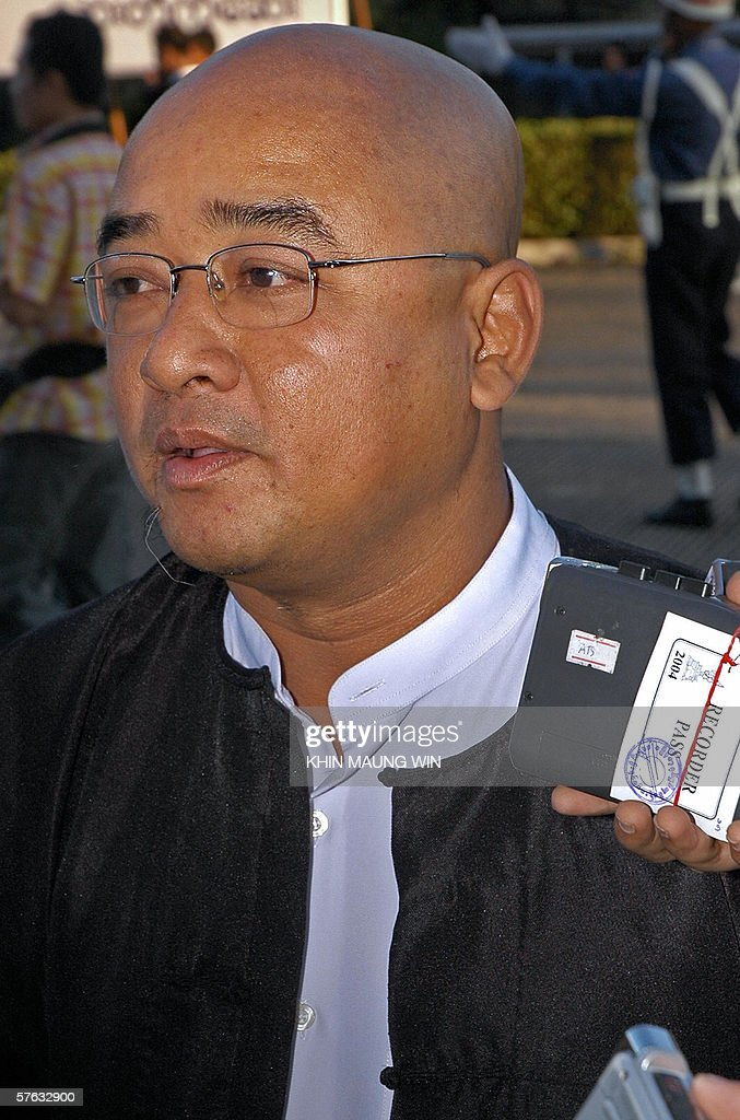 Myanmar's famous comedian Thura, who is better known by his stage name Zar Ga Nar or 'Tweezers answers questions from the press in Yangon, 17 May 2006. Zar Ga Nar said the information ministry ordered him to stop performing indefinitely after he spoke to the BBC's Burmese service about the country's Buddhist New Year celebrations in April. AFP PHOTO / Khin maung win