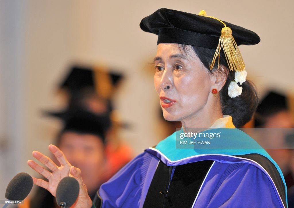 Myanmar's opposition leader Aung San Suu Kyi speaks to students after receiving an honorary doctorate from Seoul National University in Seoul on February 1, 2013. Suu Kyi called 1 February for democracy with a 'more human' face, arguing that technological development and economic wealth were no guarantee of a free and harmonious society. AFP PHOTO / KIM JAE-HWAN