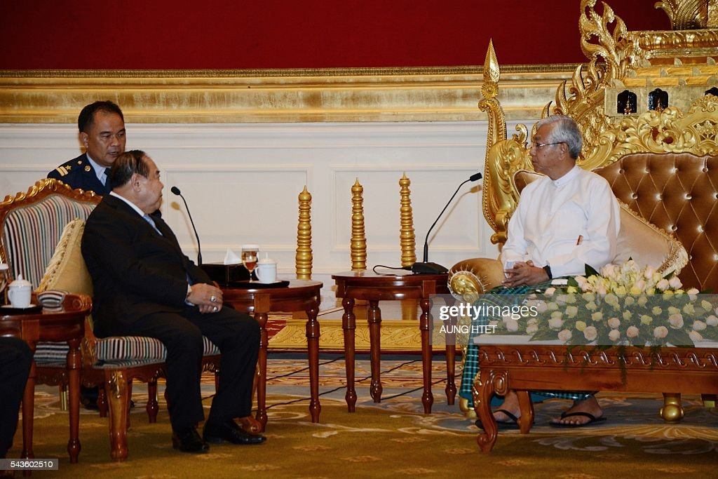 Myanmar's President Htin Kyaw (R) talks to Thai Deputy Prime Minister and Minister of Defense, General Prawit Wongsuwan (L) during their meeting at the Presidential house in Naypyidaw on June 29, 2016. Thai Deputy Prime Minister and Defense Minister Gen Prawit Wongsuwan arrived Nay Pyi Taw Wednesday on a two-day visit to Myanmar, according to official sources. / AFP / AUNG