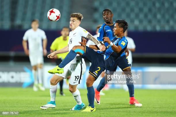 Myer Bevan of New Zealand and Denil Maldonado of Honduras battle for control of the ball during the FIFA U20 World Cup Korea Republic 2017 group E...