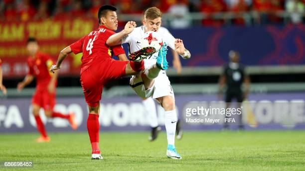 Myer Bevan of New Zealand and Tan Tai Ho of Vietnam battle for control of the ball during the FIFA U20 World Cup Korea Republic 2017 group E match...