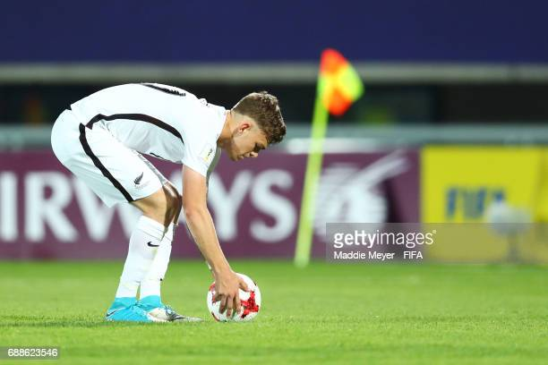 Myer Bevan of New Zealand sets up a penalty kick during the FIFA U20 World Cup Korea Republic 2017 group E match between New Zealand and Honduras at...