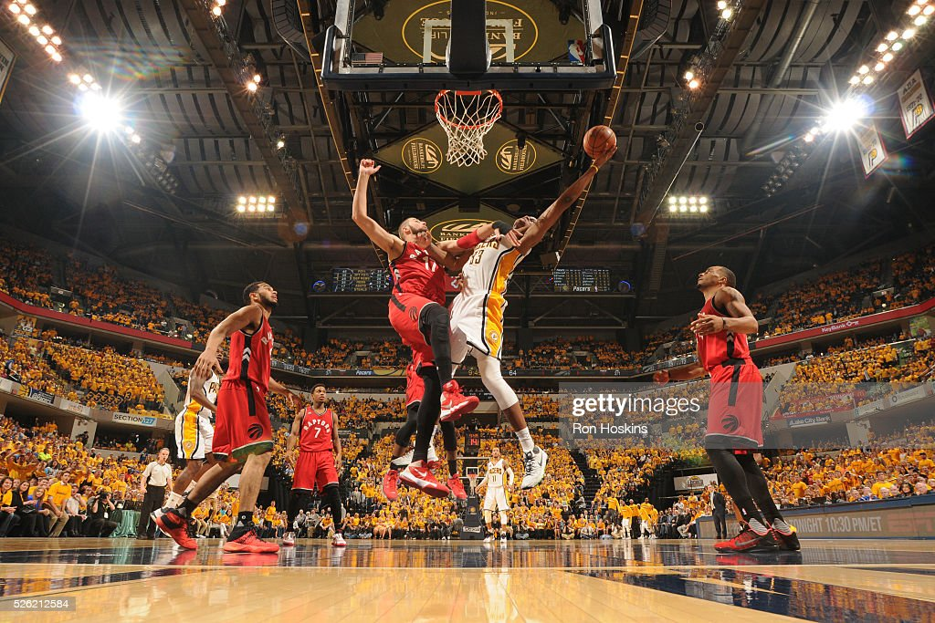 <a gi-track='captionPersonalityLinkClicked' href=/galleries/search?phrase=Myles+Turner+-+Jogador+de+basquetebol&family=editorial&specificpeople=12698395 ng-click='$event.stopPropagation()'>Myles Turner</a> #33 of the Indiana Pacers shoots the ball against the Toronto Raptors in Game Six of the Eastern Conference Quarterfinals during the 2016 NBA Playoffs on April 29, 2016 at Bankers Life Fieldhouse in Indianapolis, Indiana.