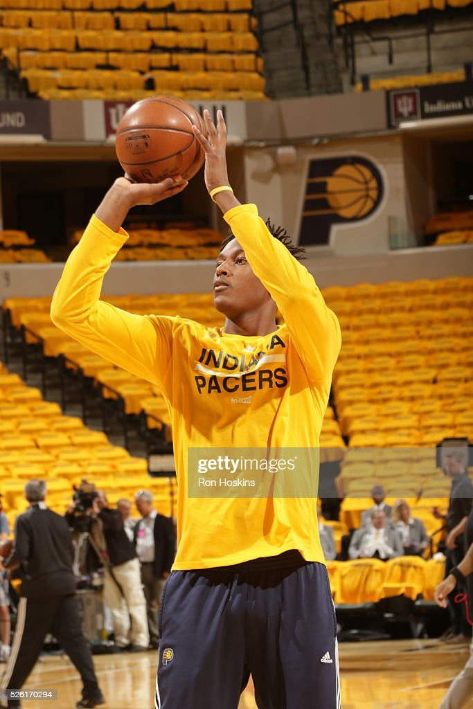 <a gi-track='captionPersonalityLinkClicked' href=/galleries/search?phrase=Myles+Turner+-+Basketballspieler&family=editorial&specificpeople=12698395 ng-click='$event.stopPropagation()'>Myles Turner</a> #33 of the Indiana Pacers warms up before the game against the Toronto Raptors in Game Six of the Eastern Conference Quarterfinals during the 2016 NBA Playoffs on April 29, 2016 at Bankers Life Fieldhouse in Indianapolis, Indiana.