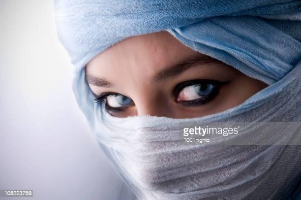 Misteriosas ojos azules detrás tuareg