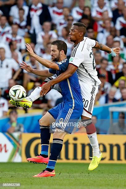 Jerome Boateng Deutschland gegen Gonzalo Higuain Argentinien Argentina ARG Fussball Weltmeister Deutschland Weltmeisterschafts Finale Deutschland...