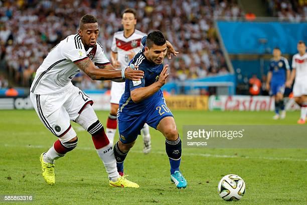 Jerome Boateng Deutschland gegen Sergio Aguero Argentinien Argentina ARG Fussball Weltmeister Deutschland Weltmeisterschafts Finale Deutschland...