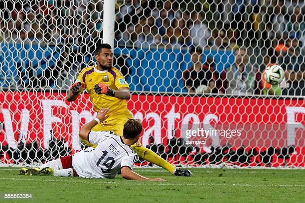 Tor Treffer zum Sieg Mario Götze Goetze Deutschland Germany Siegestor zum 10 Sergio Romero Argentinien Argentina ARG Fussball Weltmeister Deutschland...