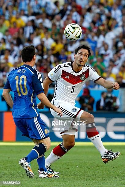 Lionel Messi Argentinien Argentina ARG gegen Mats Hummels Deutschland Fussball Weltmeister Deutschland Weltmeisterschafts Finale Deutschland...
